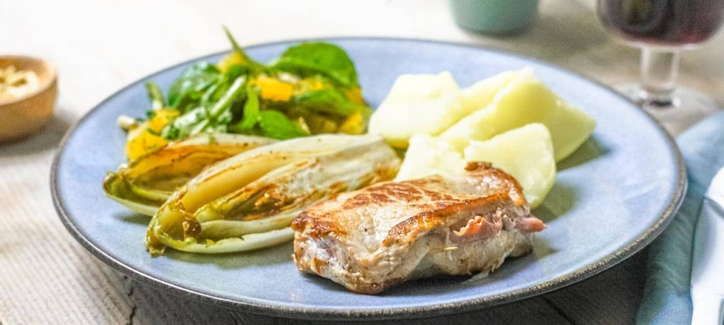 Homemade cordon bleu met witloof en knapperige salade
